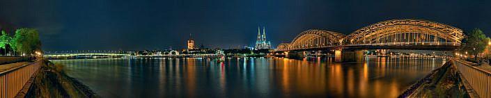 Kölner Skyline bei Nacht Panorama