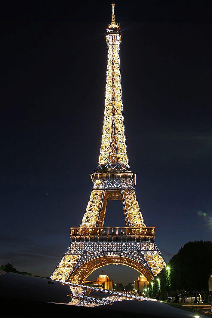 "Eifelturm bei nacht mit gespiegelt  "" Paris, Nacht Eifelturm "" Photo taken by Fotograf Patrick Gawandtka"