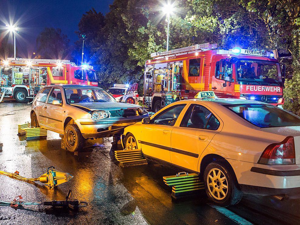 """Werbefotos für die Feuerwehr """" Feuerwehr Hürth, Keyvisuals, Aufnahmen von Arbeitsweise und Werkzeugen """" Photo taken by Fotograf Patrick Gawandtka"""