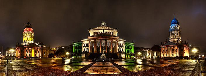 "Festival of Light Panorama Gendarmenmarkt-Berlin "" Gewinnerbild beim Fastival of Lights Wettbewerb "" Photo taken by Fotograf Patrick Gawandtka"