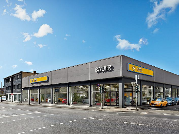 """Opel Bauer """" Außenseite der Neuwagenhalle """" Photo taken by Fotograf Patrick Gawandtka"""
